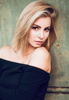 Alexandra Juhászová má 29 rokov a tri maturity