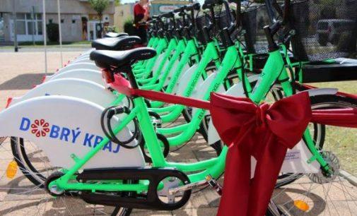 Lučeneckými ulicami opäť jazdia zelené bicykle