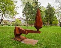 Dubnica nad Váhom: Čo znamenajú sochy,  objavujúce sa po meste?