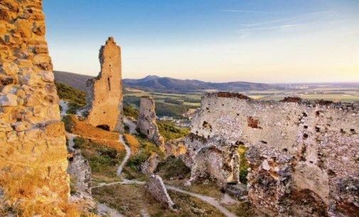 Tip na výlet: Deravá skala – Jelenia hora – Plavecký hrad